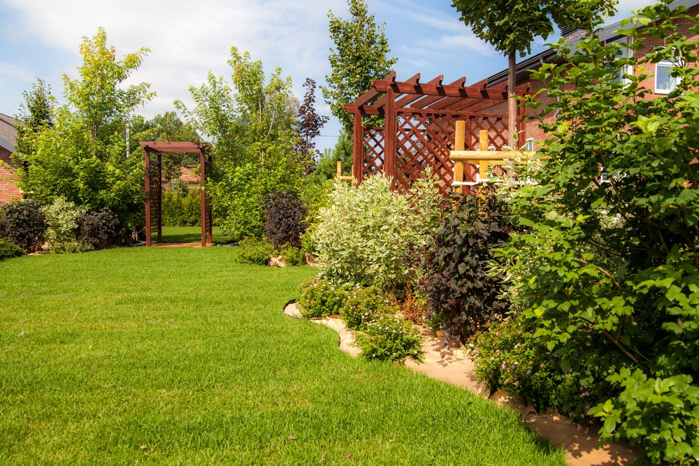 ottawa house with great landscaping & trees